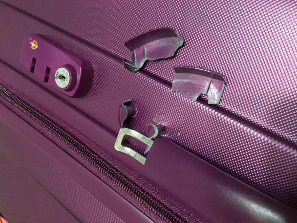 スーツケース壊れた