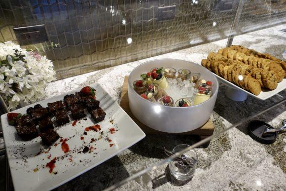ユナイテッド・ポラリス・ラウンジ シカゴ・オヘア空港 食事(ブッフ) デザート