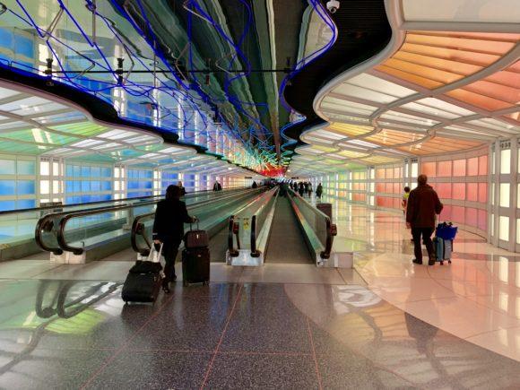 ユナイテッド・ポラリス・ラウンジ シカゴ・オヘア空港 地下道